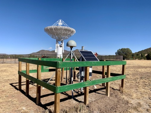GNSS receiver MGO5 with the VLBI antenna in the background.